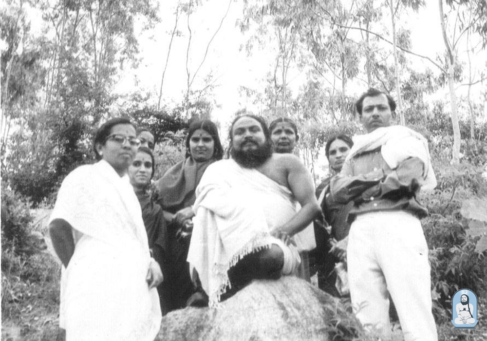 Swamiji with some old devotees of Mysore