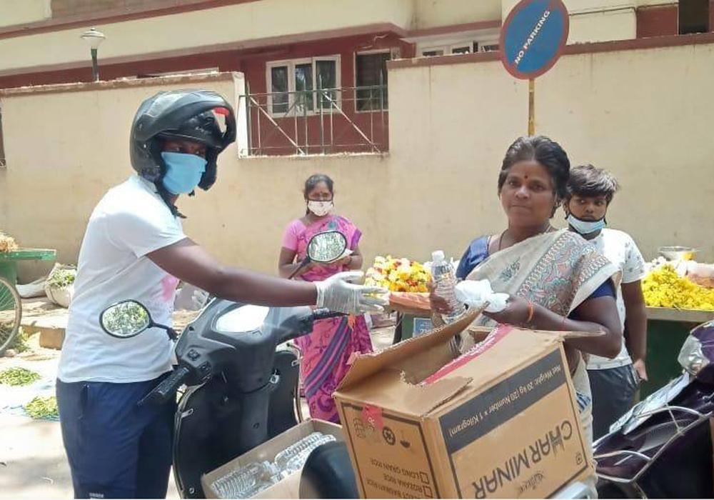 Devotees serving Annadanam